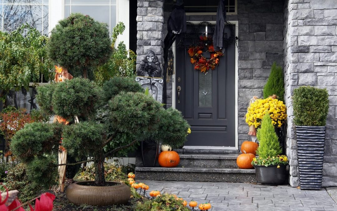 5 Simple Ideas for Safe Halloween Decorating